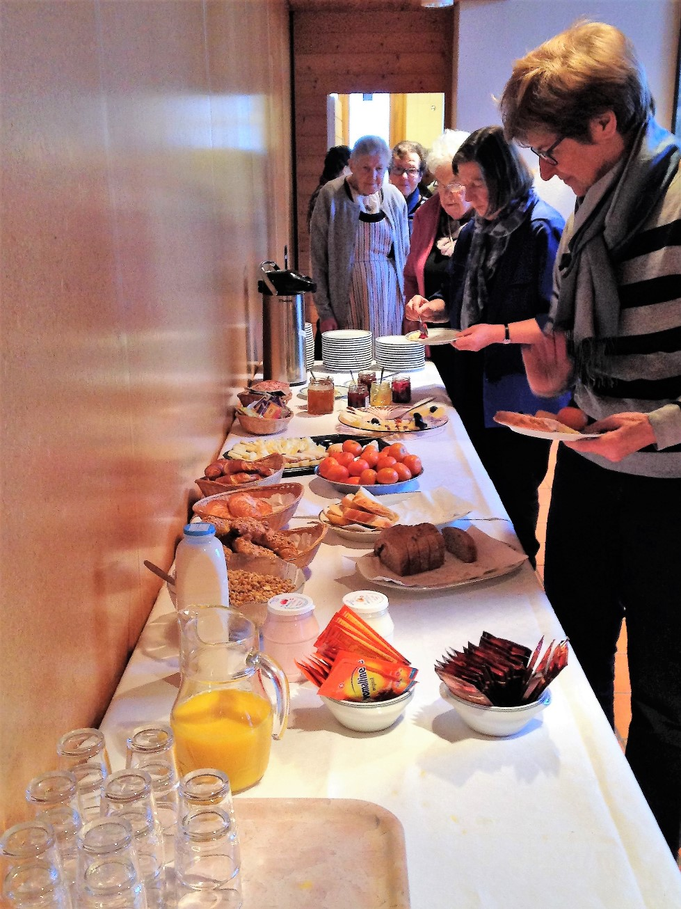 Selbstbedienung am Zmorge-Buffet